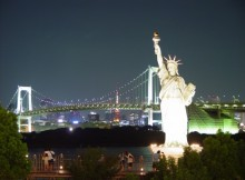 new-york-de-noche-estatua